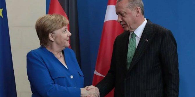 Erdoğan ile Merkel telefonda görüştü: İşte detaylar