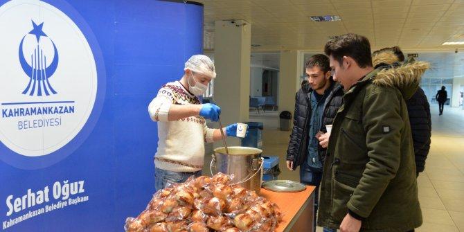 Kahramankazan'da üniversitelilere çorba ikramı