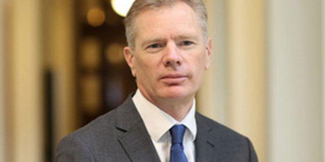 İran, İngiliz Büyükelçisi'ni gözaltına aldı