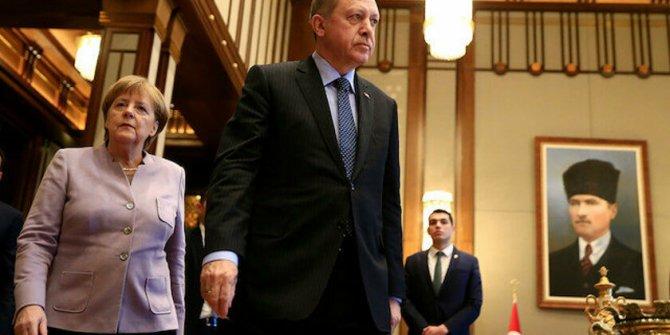 Bild: Merkel, Libya konferansı konusunda Erdoğan'a boyun eğdi