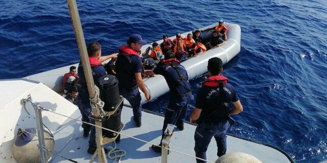 Ölümden döndüler: Sahil Güvenlik ekipleri batmak üzereyken kurtardı