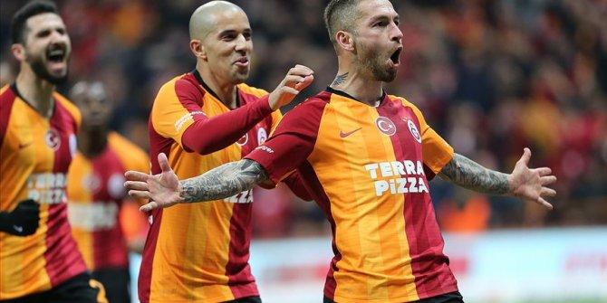 Galatasaray ikinci yarıda farkı kapatıp şampiyonluk yarışına ortak oldu