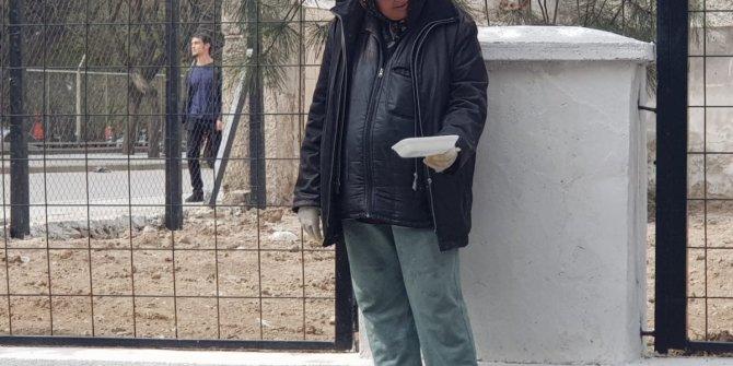 Eskişehir'de eldivenli dilenci görenleri şaşırttı