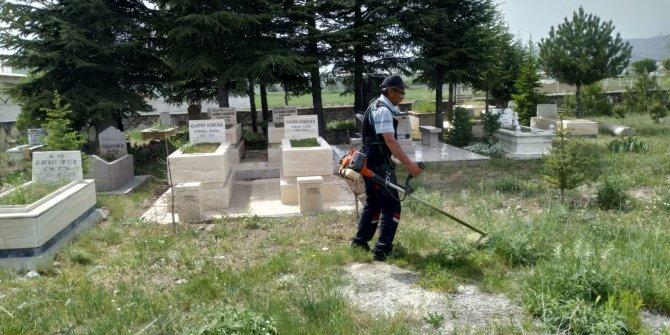 Kahramankazan mezarlıklarında bayram temizliği