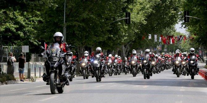 İstanbul'da motorize polis ekiplerinden 19 Mayıs'a özel şehir turu
