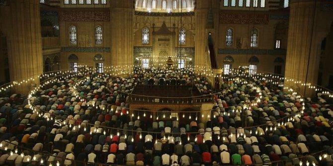 İlahiyatçılar, Diyanet'in bayram namazı kararını olumlu karşıladı