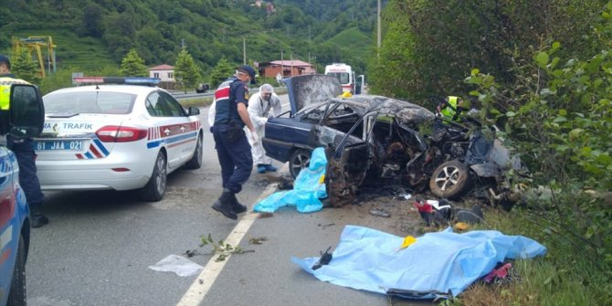 Trabzon'da elektrik direğine çarpan otomobilde 3 çay işçisi öldü