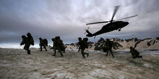 Mehmetçik İkiyaka Dağları'nda teröristlere nefes aldırmıyor