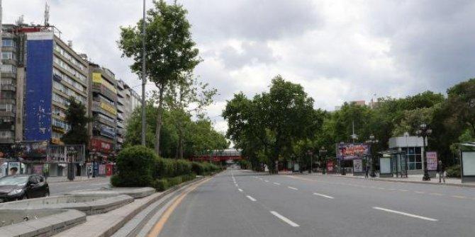 Başkent'te, meydanlar boş kaldı