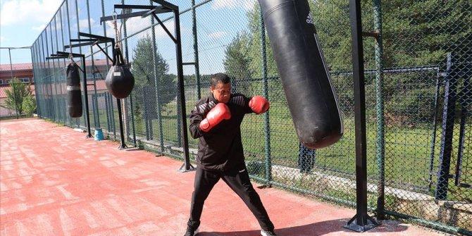 Milli boksörler yumruklarını açık havada 'sosyal mesafeli' sallayacak