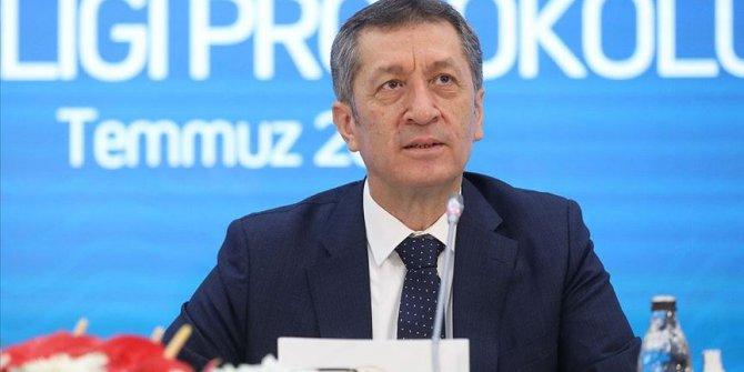 Milli Eğitim Bakanı Selçuk'tan bayrak töreni daveti