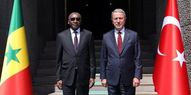 Akar, Senegal Silahlı Kuvvetler Bakanı ile görüştü
