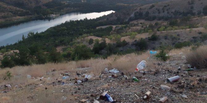 Duyarsız vatandaşlar Eymir'i çöplüğe çevirdi