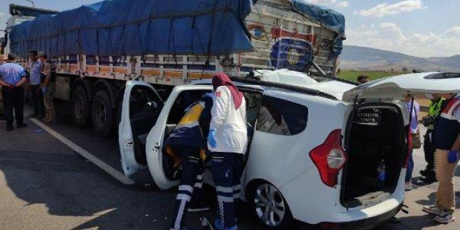 İslahiye'de TIR'e çarpan araçtaki 3 kişi öldü, 2 kişi yaralandı
