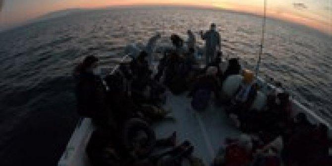 İzmir'de 44 kaçak göçmen kurtarıldı