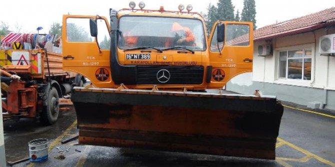 Balıkesir'de karayolları ekipleri, kar yağışı ihtimaline karşı teyakkuza geçti