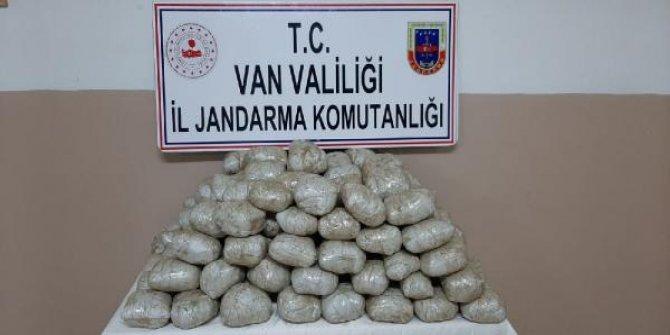 Van'da katır sırtındaki çuvallarda, 122 kilo 441 gram esrar ele geçirildi