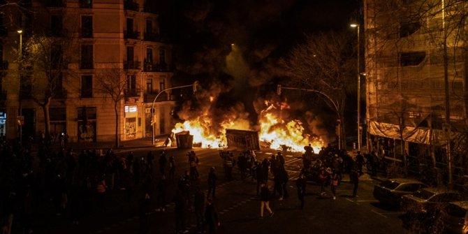 İspanya'daki gösteriler üçüncü gününde de olaylı geçti