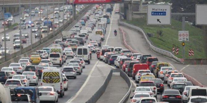 Hafta sonu kısıtlaması öncesi trafikte son durum