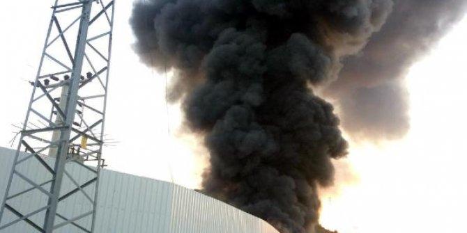 Geri dönüşüm tesisinde korkutan yangın; gökyüzü dumanla kaplandı