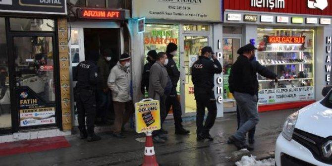 Kiraladıkları dairede kumar oynayan 15 kişiye gözaltı