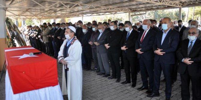Vefat eden eski bakan Ahmet Şanal, son yolculuğuna uğurlandı