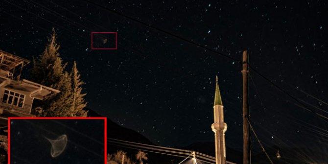 Amatör fotoğrafçı gökyüzünde ilginç nesne fotoğrafladı
