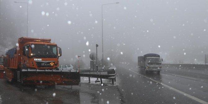 Bolu Dağı'nda kar, tipi ve sis etkili oluyor