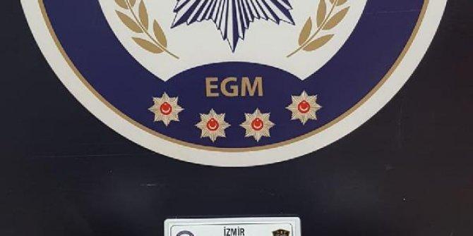 İzmir'de durdurulan araçta 4 kilo 'skank' ele geçirildi; 2 gözaltı
