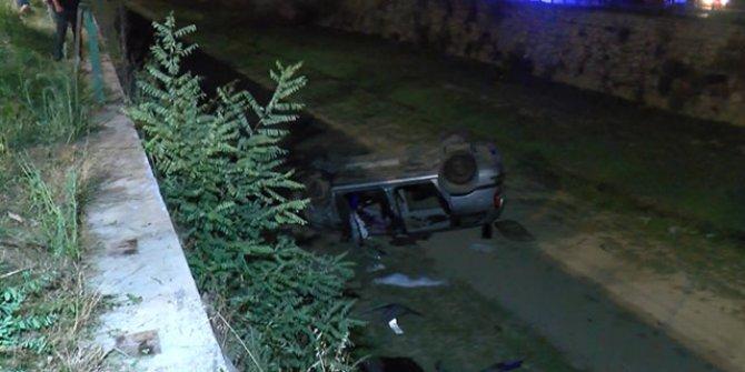 Hafif ticari araçla çarpışan otomobil sulama kanalına uçtu: 3'ü ağır 5 yaralı