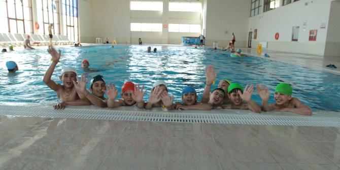 Kahramankazanlılar havuza akın etti