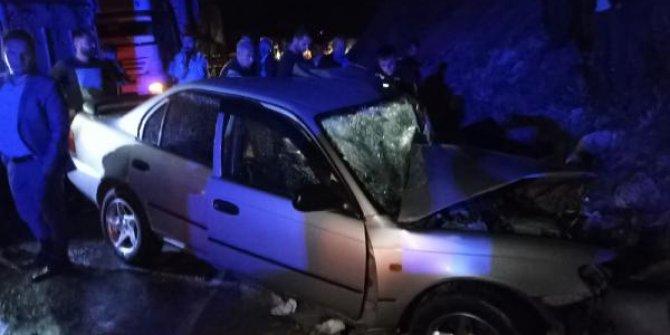 Bitlis'te TIR'la otomobil çarpıştı: 2 yaralı