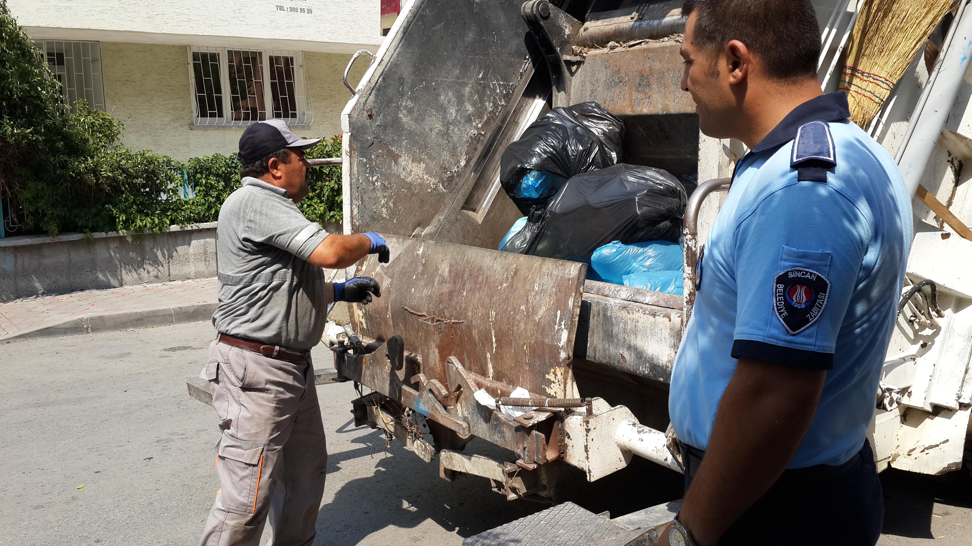 Sincan Zabıtası Çöp Evleri Temizledi