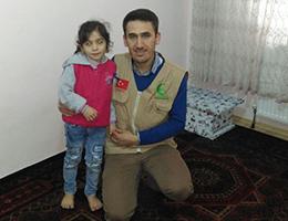 Suriyeli Dawoud Ailesi Karınca Kararınca Sadakalarla Güldü