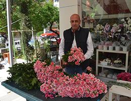 Anneler Günü'nde Şehitliğe Giden Şehit Annelerine 60 Bin Çiçek