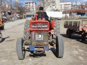 Traktöre güvendiler emekliliği kaçırdılar