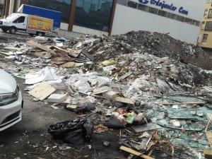 Siteler'in başı çöp yığınları ile dertte