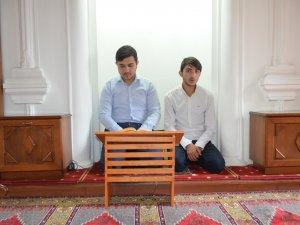 Genç hafızlardan Kur'an ziyafeti