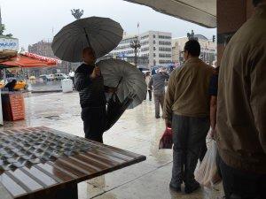 Yağmuru fırsata çevirdiler