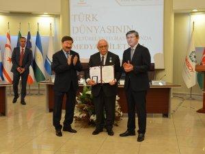 Nazarbayev'den Nabi Avcı'ya ödül