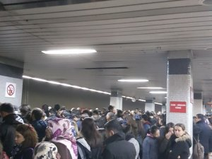 Ankara Metrosunda aktarma yoğunluğu