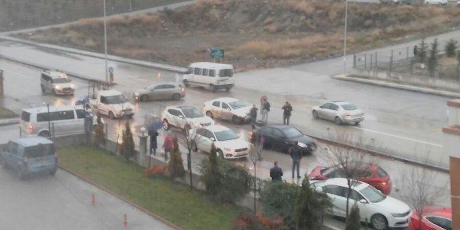 Etimesgut Ahi Mesut'taki o kavşakta yine kaza