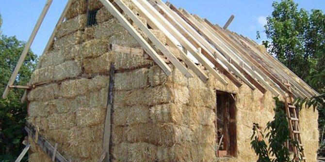 Betonarme evde ısınamayınca samandan ev yaptılar