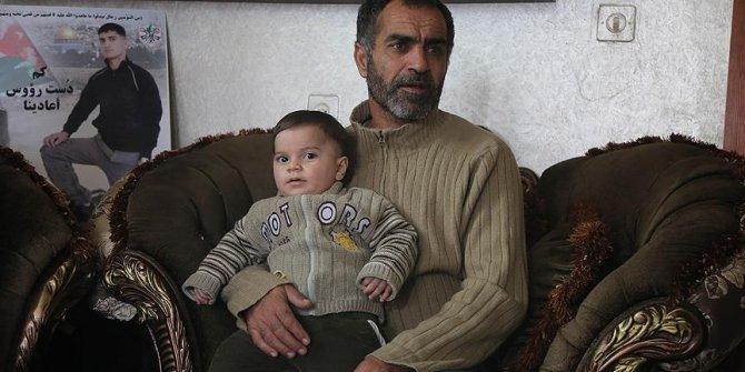 Siyonist katil devleti İsrail öldürdüğü Filistinlinin ailesinden tazminat istedi