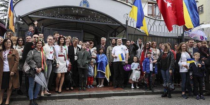Ankara'daki Ukraynalılar Vışıvanka giyerek yürüdü
