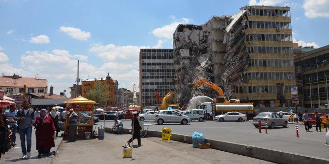 Ulus'ta Tekel ve Gümrük Müsteşarlığı binasının yıkımı devam ediyor