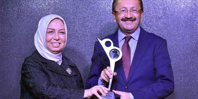 """Veysel Tiryaki'ye """"Yerelde Vizyon Belediyecilik"""" Ödülü"""