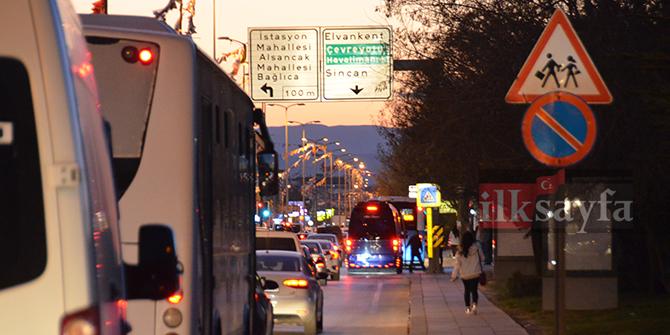 Etimesgut İstasyon Caddesi'ndeki trafik sorunu