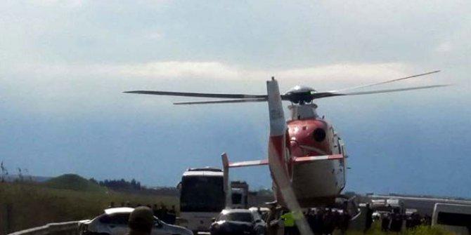Korkunç kaza: Ambulans helikopter yola indi