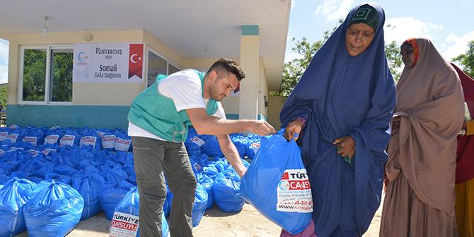 Cansuyu Somali'de muhtaçlara ulaştı